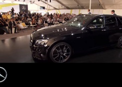 Roger Federer unveals the new E-Class Estate – Mercedes-Benz original