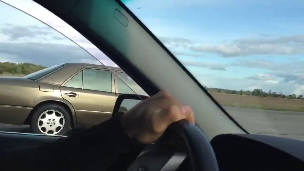BMW E60 vs Mercedes-Benz E500 W124 Drag Race