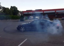 Mercedes-Benz CL500 W215 Crazy Burnout, Drift and Nice Exhaust Sound