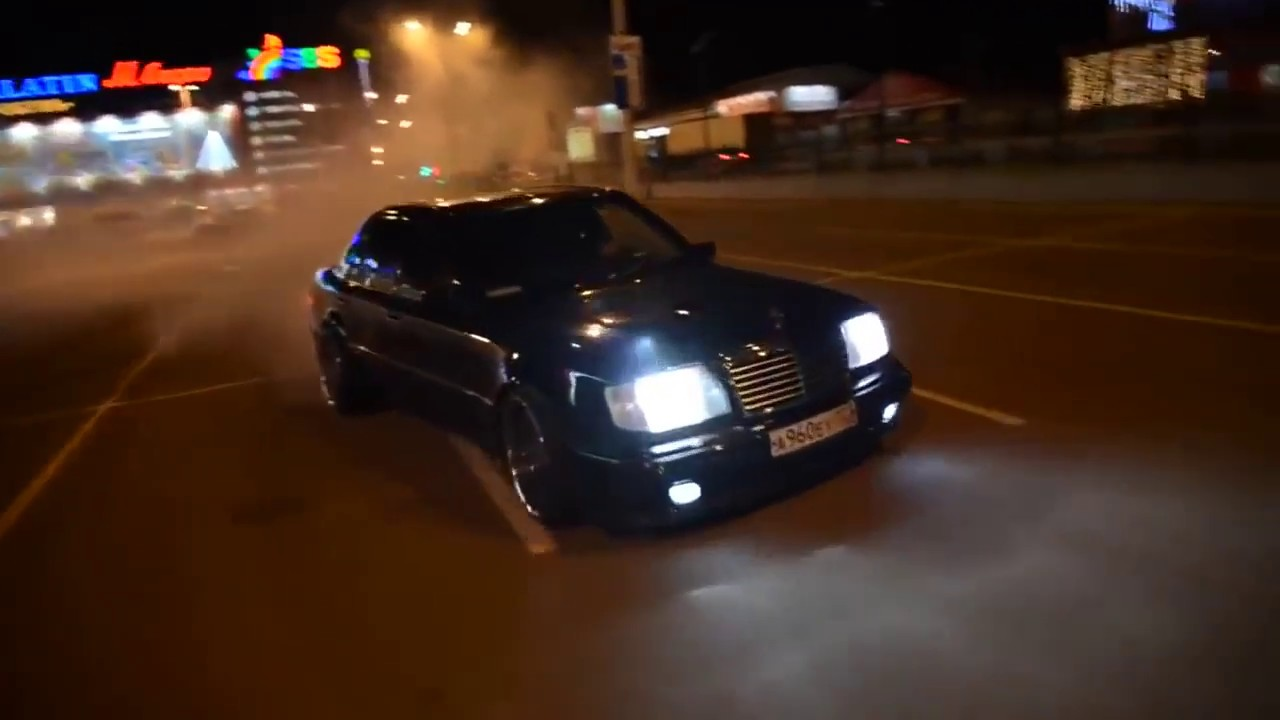 Mercedes-Benz E500 W124 Crazy Burnout