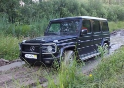 Mercedes-Benz G-class Off Road in Mud