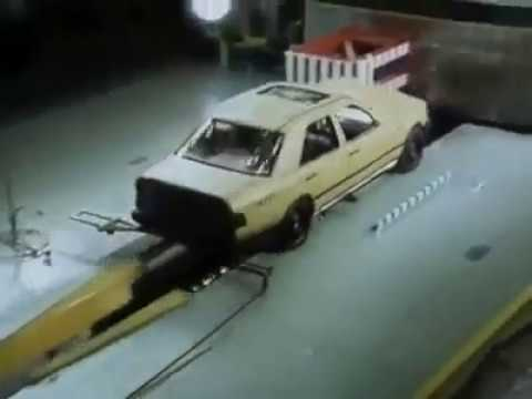 Mercedes-Benz W124 Crash Test