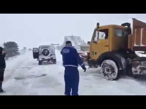 Mercedes Gelandewagen in Action! G-class Towing Heavy Snow Removal Machine