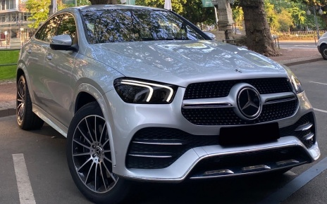 DANCING MERCEDES! NEW Cool 'Lowrider' Feature on the 2020 GLE COUPE!